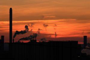 Jahresabschlussfotografie – Sonnenuntergang am Rhein und Industrieromantik